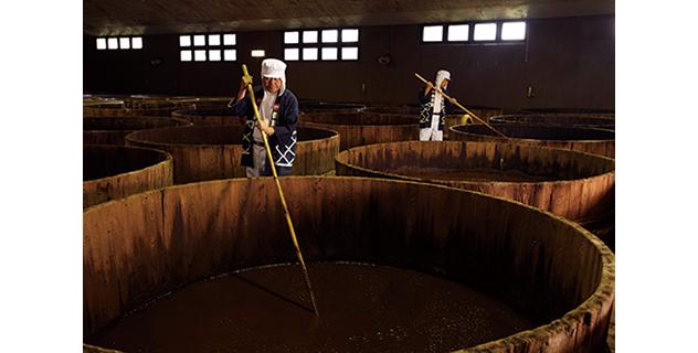 イメージ写真:木造醸造の様子